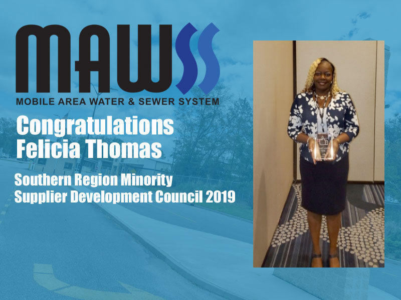 Mobile Version of photo of Felicia Thomas receiving award